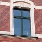 zdobienie słupka stałego pomiędzy skrzydłami okna