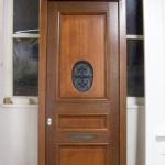 zewnętrzne drzwi wykonane z meranti