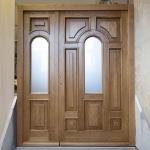 Drzwi zewnętrze dębowe pokryte lakierem bezbarwnym